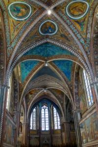 Affreschi di Giotto, e di altri artisti famosi, all'interno della basilica superiore di Assisi