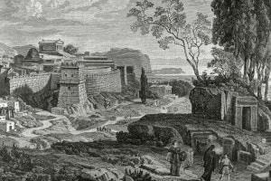 Città di Micene. L'altare di Hera a destra e il castello a sinistra. Sullo sfondo il porto e la baia di Nauplia