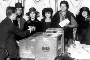Donne che votano per la prima volta a New York, 1920.
