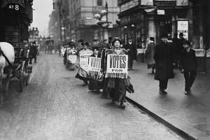 Suffragette per le strade di Londra nel 1912