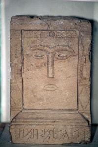 Stele funeraria con rilievo, civiltà nabatea. Giordania, Museo Nabateo