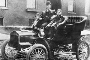 Henry Ford e suo figlio Edsel sulla Ford Model F