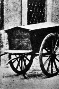 L'attentato di Via Rasella. Il carrello contenente la bomba. Roma, 1944