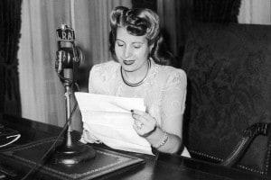 Eva Peròn viene trasmessa alla radio parlando a nome delle donne argentine, 1947