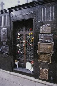 La tomba della famiglia Duarte, luogo di riposo di Eva Peròn, nel cimitero di La Recoleta, Buenos Aires