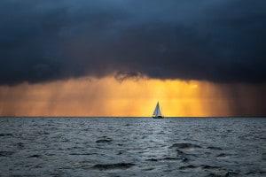 Montale paragona la nostra mente a un'imbarcazione con delle falle