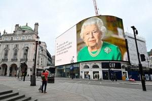 Londra. Immagine della regina Elisabetta II e il suo messaggio di speranza.