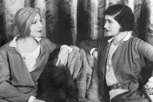 L'attrice Ina Claire e la stilista Coco Chanel (a destra)