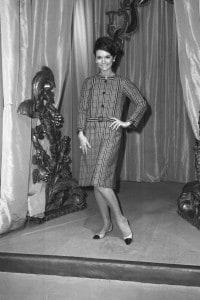 Sfilata della collezione Primavera-Estate 1968 di Coco Chanel a Parigi nel gennaio 1968.