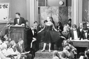 Il famoso tubino nero (little black dress) di Coco Chanel, messo all'asta delle creazioni di Miss Chanel e venduto per 1.500 sterline