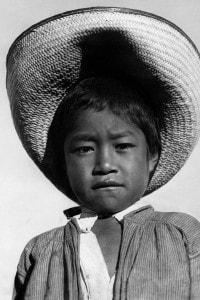 Ragazzo indiano con sombrero. Fotografia di Tina Modotti, 1927