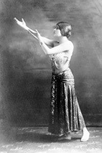 Tina Modotti in una posa esotica a Hollywood, 1920