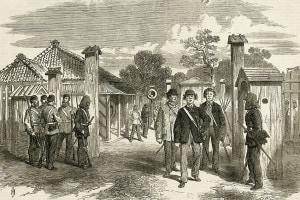 Yokohama Gate. Il periodo del rinnovamento Meiji. Tre giapponesi che indossano abiti in stile occidentale attraversano il cancello