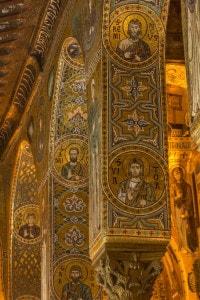 Cappella Palatina: mosaici bizantini con fondo oro e muqanas tipici dell'architettura islamica