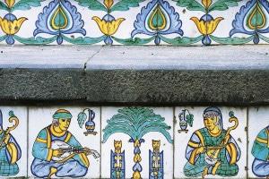 Maioliche dipinte a mano con fregi di epoca arabo-normanna. Scalinata di Santa Maria del Monte, Caltagirone (Sicilia)