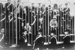 Membri della mafia palermitana dietro le sbarre. La foto mostra le ultime catture da parte del prefetto Cesare Mori e dei suoi uomini