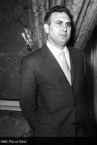 Pio La Torre: parlamentare del PCI e segreterio regionale del partito in Sicilia in una foto del 1965. La Torre è stato assassinato il 30 aprile 1982