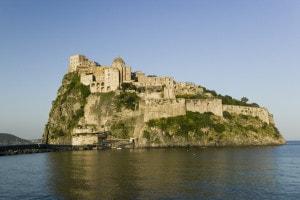 Com'è fatto un castello medievale e com'era la vita al suo interno: tema svolto