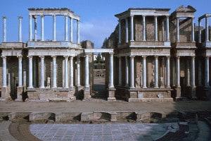 Il teatro romano di Merida in Spagna, costruito quando fu fondata la città di Augustae Merida, per i veterani delle guerre iberiche. Divenne la capitale della Lusitania