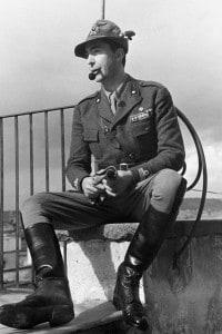 Curzio Malaparte, corrispondente di guerra. Fu condannato a 5 anni di confino all'isola di Lipari