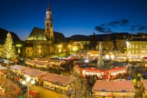 Bolzano durante i tipici mercatini di Natale