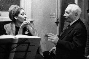 """Il direttore d'orchestra Tullio Serafin con Maria Callas, durante una sessione di registrazione di """"Lucia di Lammermoor"""" alla Kingsway Hall di Londra, 1959"""