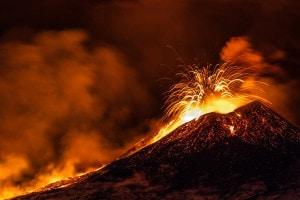 Veduta dell'etna in eruzione